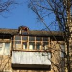 с крыши сорвало лист шифера