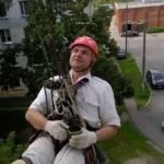 <b>Как промышленные альпинисты спускаются с крыши</b>