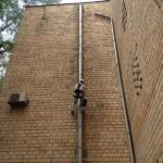 Ремонт фасада. Монтаж водосточной системы